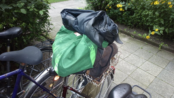 luggage on bike basket